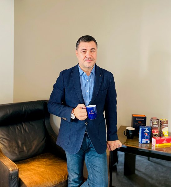 """Tchibo Zincir Mağazalar ve Ev Dışı Tüketim Kanalları Satış Direktörü Cenk Rodoslu: """"KAHVE ODAKLI YATIRIMLARIMIZA DEVAM EDECEĞİZ"""""""